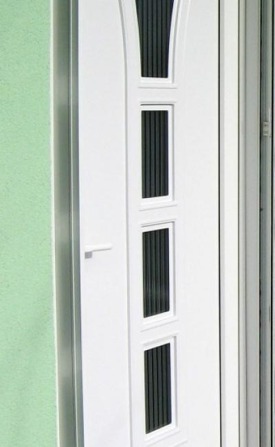 6-Primer-komarnika-za-ulazna-vrata